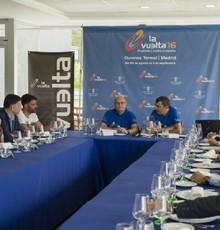"""Baltar analiza con alcaldes e Unipublic os aspectos organizativos de """"La Vuelta"""""""