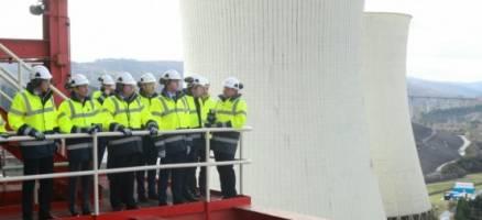 Feijóo destaca o compromiso cunha industria enerxética eficiente, respectuosa co medio e na primeira liña do sector