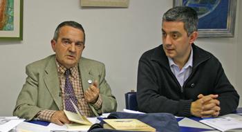Fernandez Abella con Valentín García no Concello da Estrada Estrada