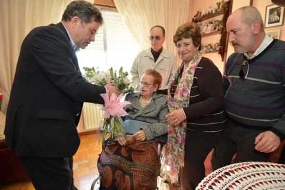 Visita do rexedor de Pontevedra á veciña centenaria