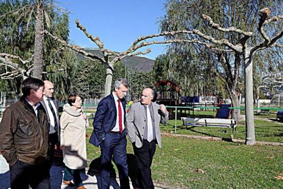 Alfonso Rueda na visita ao Concello da Rúa
