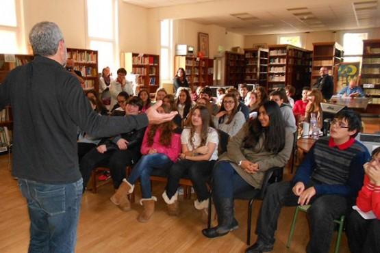 Alumnado de galego do instituto Cañada Blanch, nas actividades de dinamización lingüística do proxecto Fala Londres