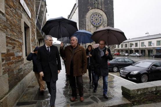 Francisco Conde na visita a Portomarín