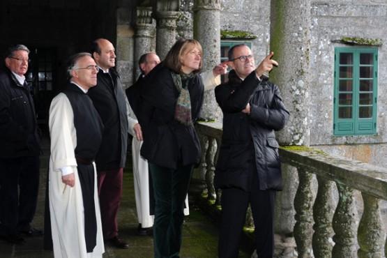 Xesús Vázquez na visita ao templo
