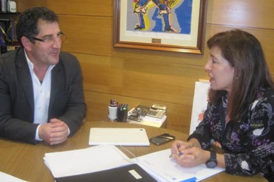 Beatriz Mato na reunión co alcalde de Vilardevós