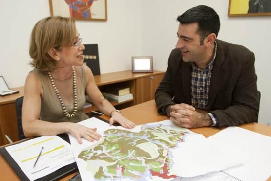 Encarnación Rivas na reunión co alcalde de Foz