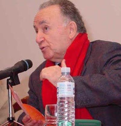 Alonso Montero nunha conferencia