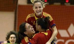 Ceci Puga celebrando un gol coas súas compañeiras da selección