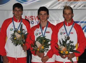 Luis Fernández no pódio xunto cos seus compañeiros de equipo