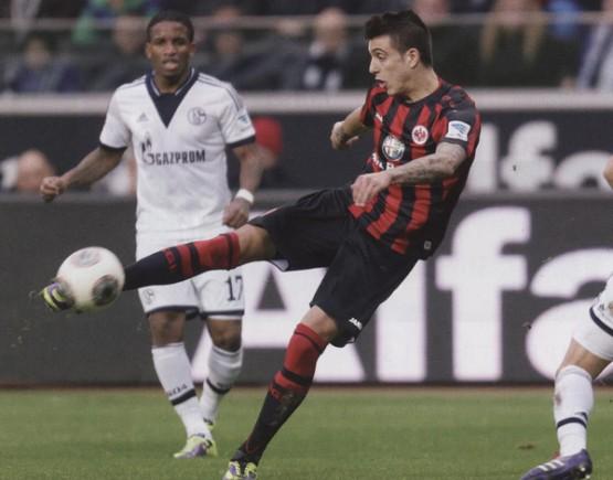 Joselu esta temada nun partido da Bundesliga co Eintracht