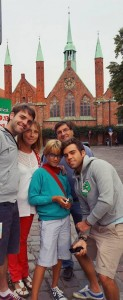 Millan coa su familia cando foron de visita, no Hospital de Lübeck