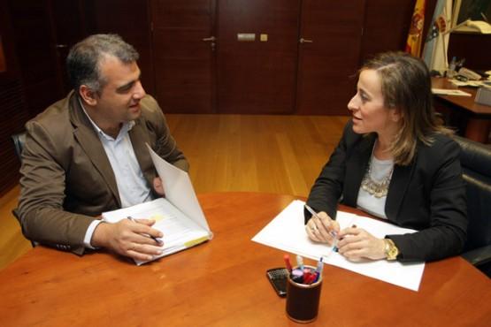 Ethel Vázquez na reunión co alcalde de Oza-Cesuras