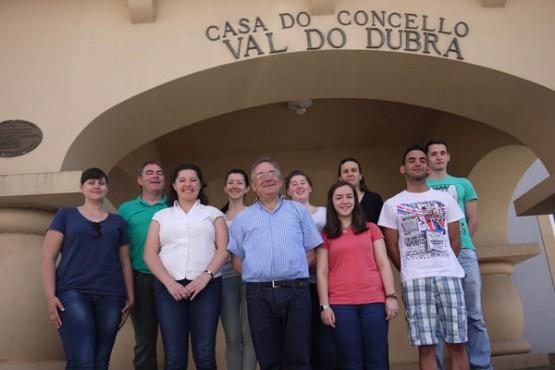 Os oito participantes na visita ao Concello de Val do Dubra