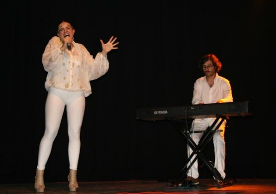 Nastasia Zürcher xunto ó pianista Francisco Gallardo. Foto de Teresa Pece