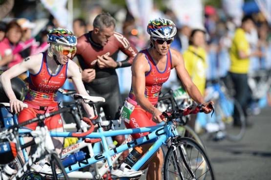 Susana e Mayalen nunha transición dun campionato. Imaxe de ITU Media, do fotógrafo australiano Delly Carr.