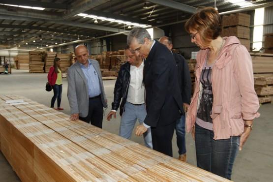 Conde na visita a Maderas Villapol