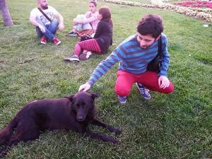 Miguel cun can que se parece ó seu