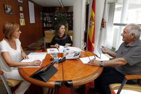 Ethel Vázquez na reunión co alcalde de Láncara