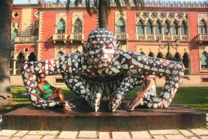 nuria-nunha-das-estatuas-tipicas-do-paseo-reggio