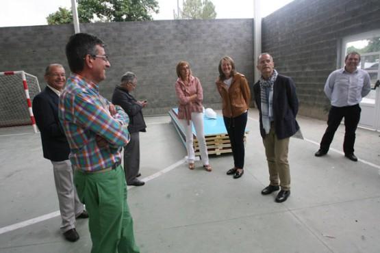 Vázquez Abad na visita ao colexio de Sober