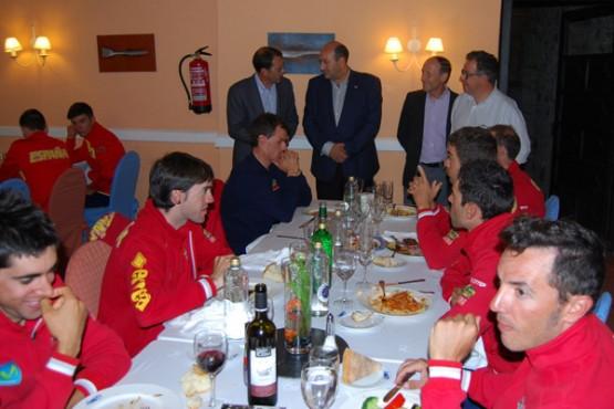 Rogelio Martínez na visita á selección concentrada no Barco