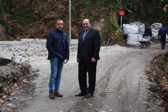Rogelio Martínez na visita ás obras