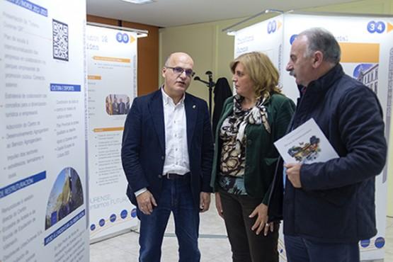 Manuel Baltar na visita á exposición
