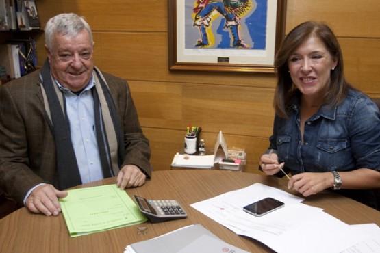 Beatriz Mato na reunión co alcalde da Gudiña. Foto: A. Varela
