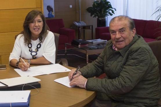 Beatriz Mato na reunión co alcalde do Bolo. Foto: X. Crespo