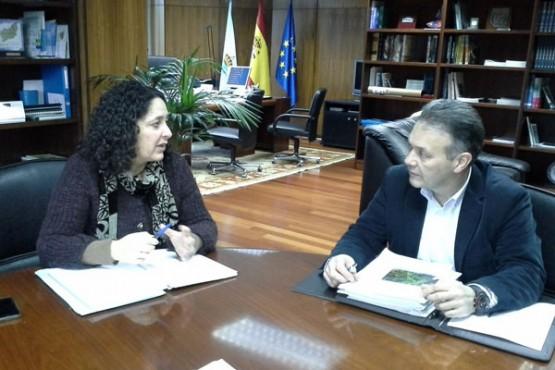 O alcalde de Cabanas na reunión con Belén do Campo