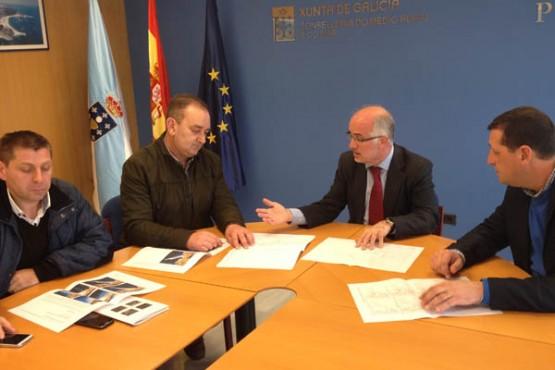 Reunión do presidente de Portos de Galicia e o alcalde de Fisterra