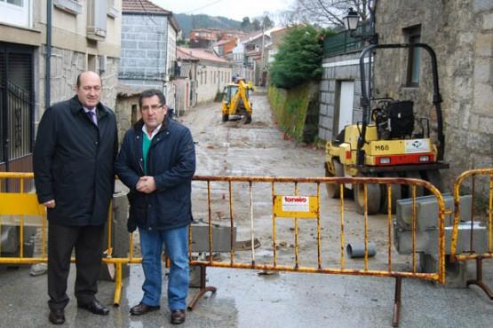 Rogelio Martínez na visita ás obras de Vilardevós