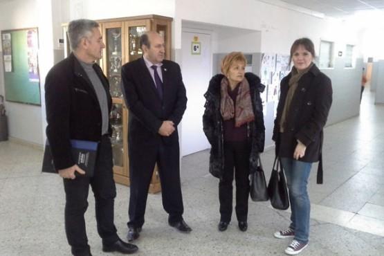 Rogelio Martínez na visita a un dos centros de Viana do Bolo
