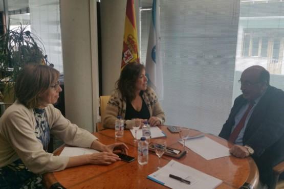 Beatriz Mato na reunión co alcalde de Carballedo