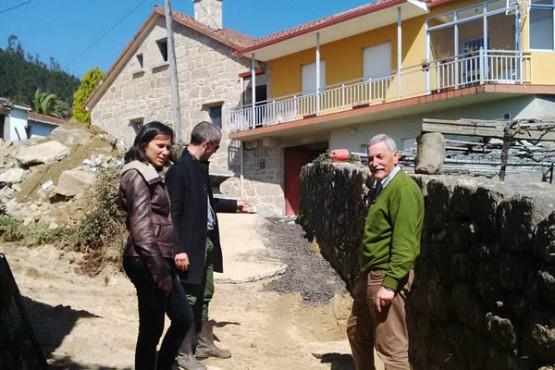 A deputada e o alcalde na visita ás obras
