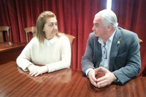O alcalde de Neda coa representante de AFAL