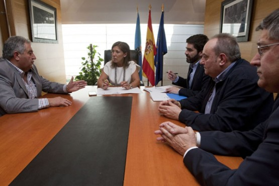 Beatriz Mato na reunión cos alcaldes de Baños de Molgas, Paderne de Allariz e Esgos. Foto: A. Varela