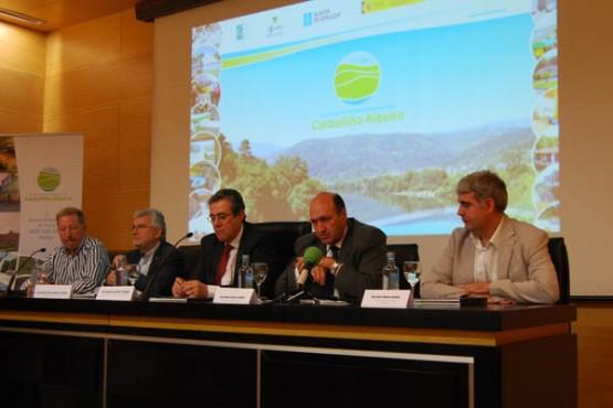 Rogelio Martínez na presentación da guía fotográfica