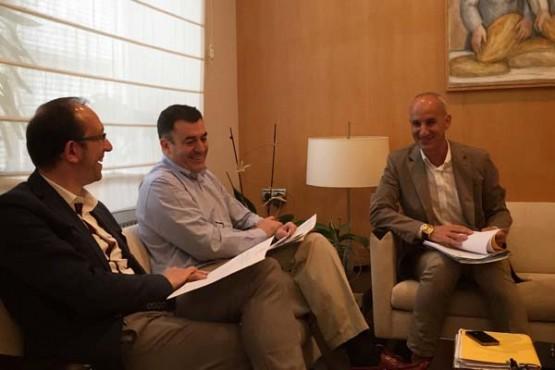 O alcalde de Curtis na reunión con Román Rodríguez