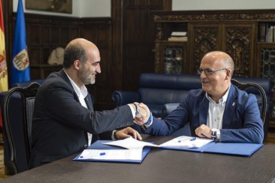 Manuel Baltar na reunión co alcalde de Celanova