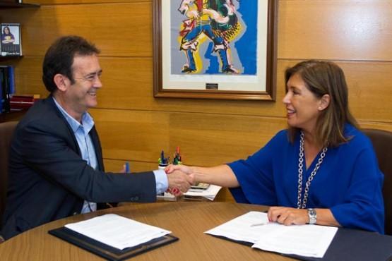 Reunión do alcalde de Riós coa conselleira. Foto: X. Crespo