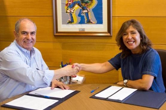 Beatriz Mato na reunión co alcalde de Tordoia. Foto: X. Crespo