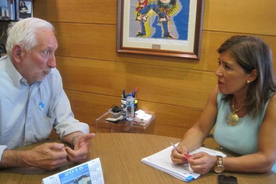 Beatriz Mato na reunión co alcalde de Vilariño de Conso