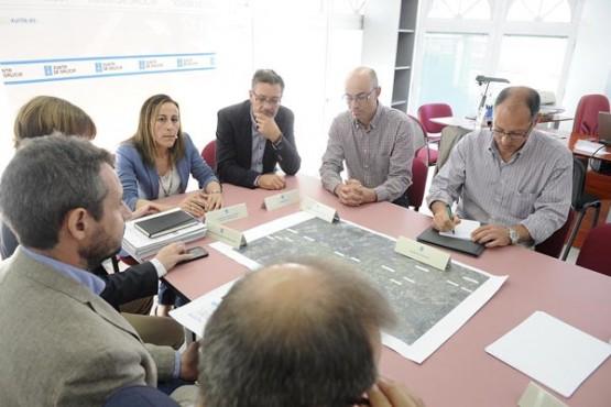 Ethel Vázquez na reunión cos alcaldes de Zas, Cabana e Coristanco. Foto: M. Fuentes