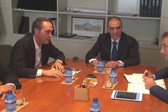 Agustín Reguera na reunión en Madrid