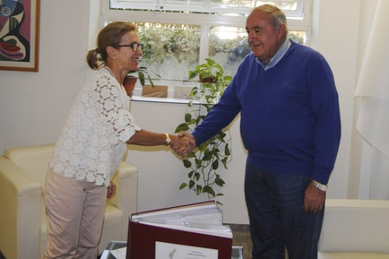 Encarnación Rivas na reunión co alcalde de Mañón