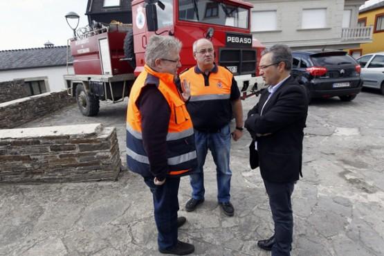 Luis Menor na visita á Agrupación de Protección Civil de Portomarín