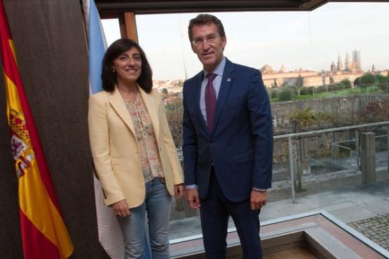 Feijóo na reunión coa alcaldesa de Melide. Foto: A. Varela