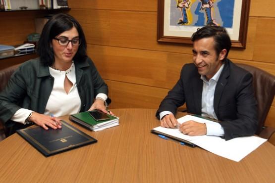 Rey Varela na reunión coa alcaldesa de Mondoñedo