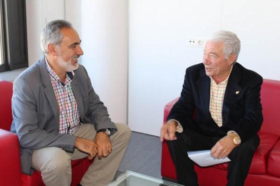 Cores Tourís na reunión co alcalde de Dozón